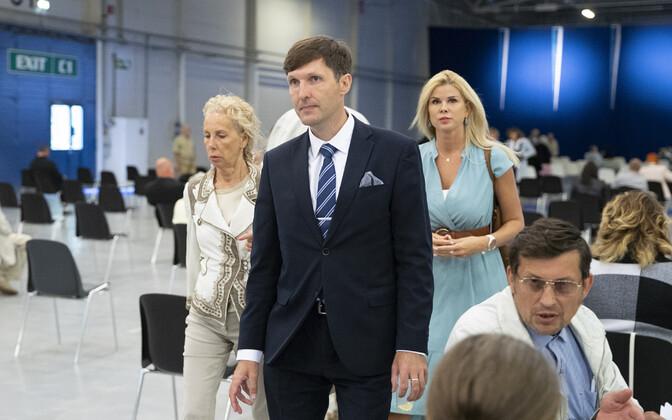 Martin Helme koos oma nõunike Kersti Krachti ja Kristel Menninguga.