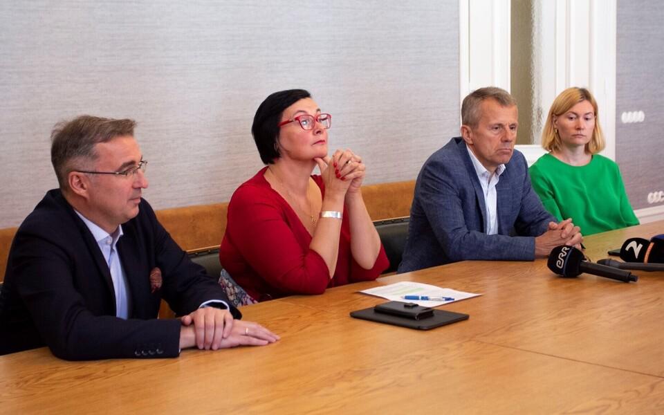 Оппозиция не смогла задать вопросы Мартину Хельме.