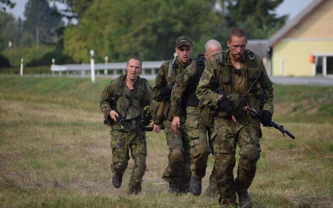 В соревнованиях участвуют команды, состоящие из четырех человек.