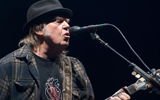 Neil Young palus Trumpi kampaaniameeskonnal oma muusika kasutamine lõpetada juba 2015. aastal.