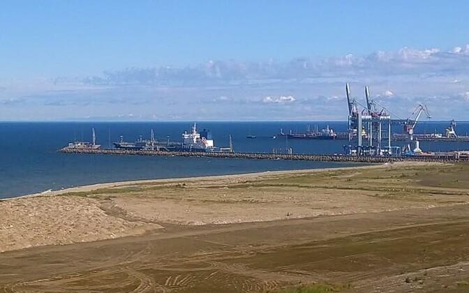 Koroonaga meremehed Eestisse toonud kaubalaev kolmapäeva keskpäeval Sillamäe sadamas.