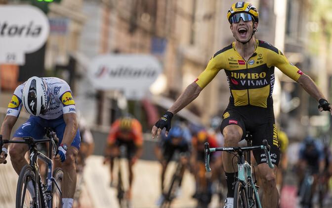 Mullune võitja Julian Alaphilippe ja tänavune võitja Wout van Aert