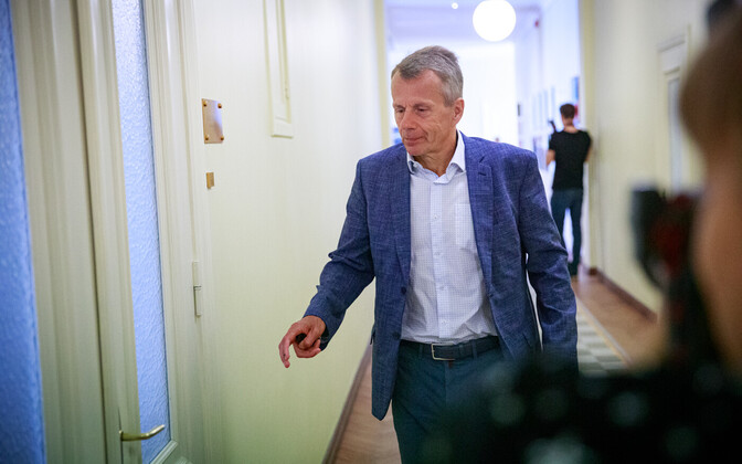 Jürgen Ligi on his way to a select committee sitting.