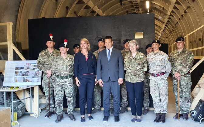 Prime minister Jüri Ratas at Tapa on Monday visiting British and Danish troops based there, along with the ambassadors of both those countries.