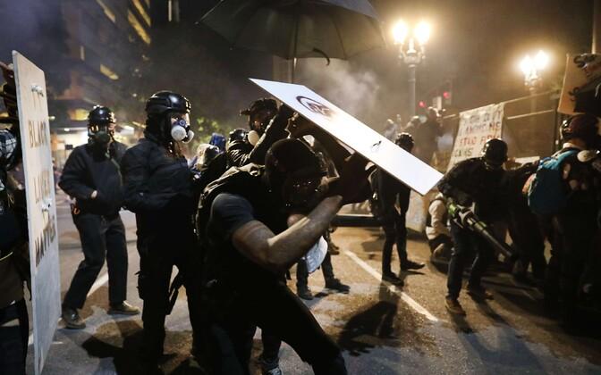 USA politseinikud ühes suurimate rahutuste linnas Portlandis.