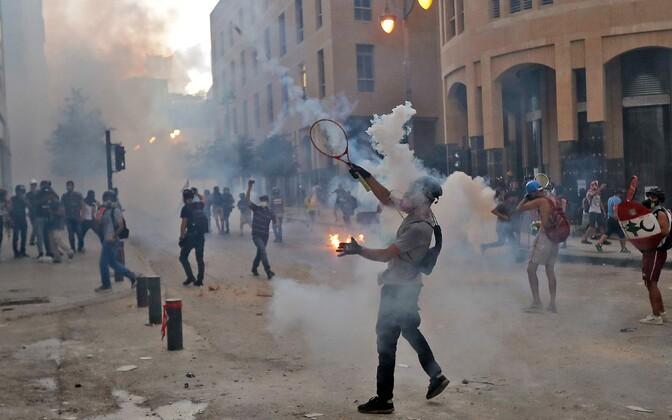 Meeleavaldajate ja politseinike kokkupõrked Beirutis.