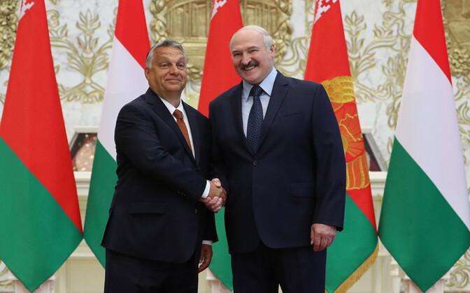 Juunis külastas Valgevene liidrit Aleksandr Lukašenkot Ungari peaminister Viktor Orban (vasakul).