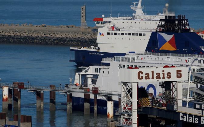 Reisilaev Calais sadamast Doveri suunas väljumas.