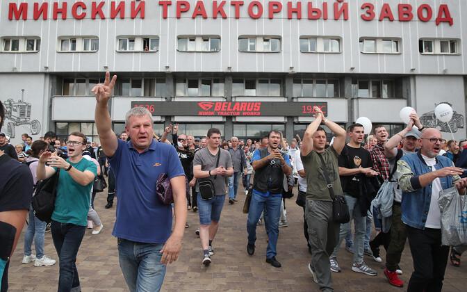 Meeleavaldajad Minski traktoritehases.