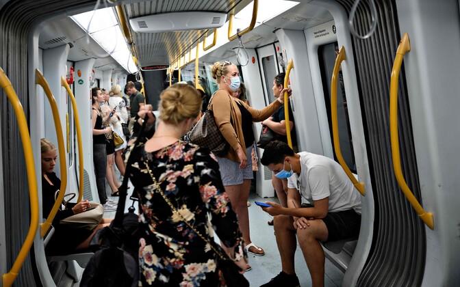 Inimesed Kopenhaagenis ühistranspordis.