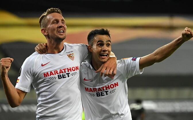 Juubeldavad Sevilla mängijad