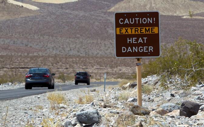 Kuumuse eest hoiatav silt Surmaorus.