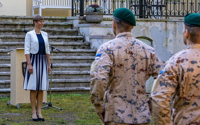 President Kersti Kaljulaid meeting with Estonian Defense Forces soldiers at Seli health center.