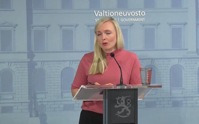 Soome siseminister Maria Ohisalo pressikonverentsil.