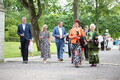 Guests arriving at the president's reception in the rose garden at Kadriorg.