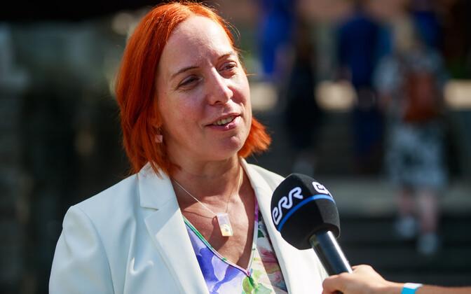 Education minister Mailis Reps (Center).