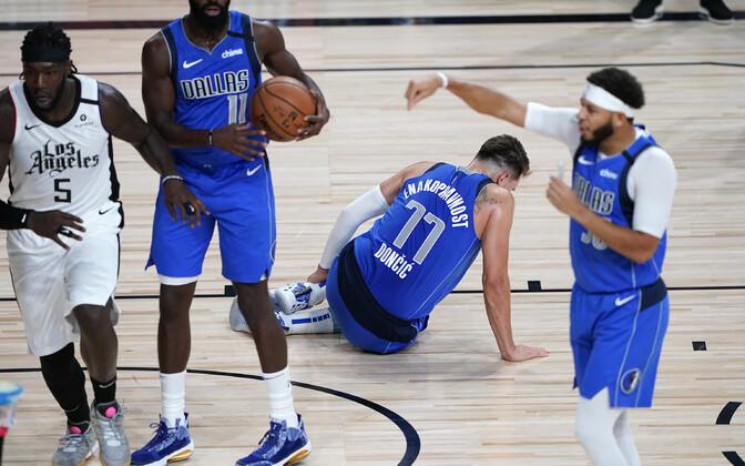Luka Doncic vigastas korvpalliliiga NBA play-off'i avaringi kolmandas mängus vasaku jala hüppeliigest