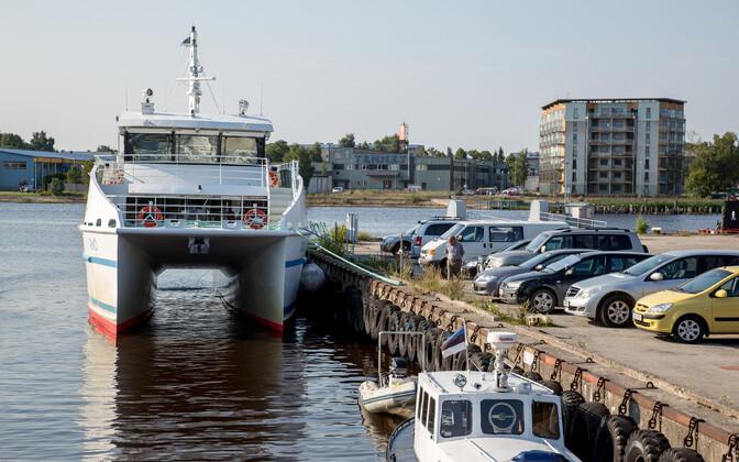 Катамаран Rüno в Пярнуском порту.