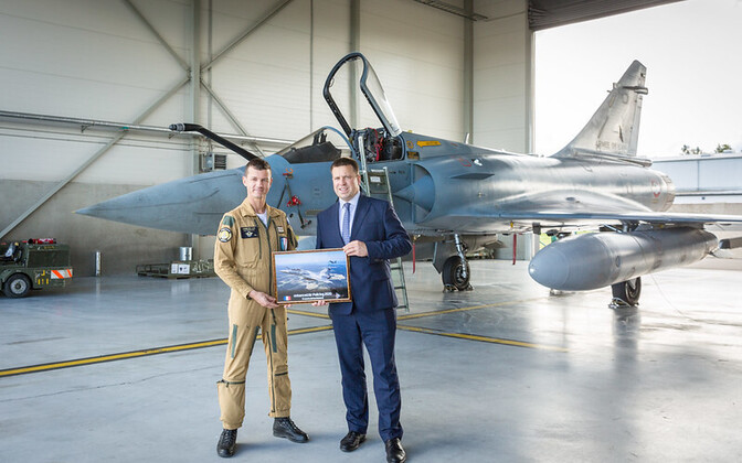 Jüri Ratas meeting with French air force Ämari contingent commander Lt. Col. Joan Dussourd Wednesday.