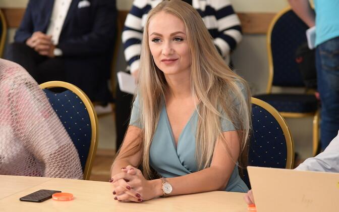 Екатерина Васильева покинула волостное собрание Йыхви.