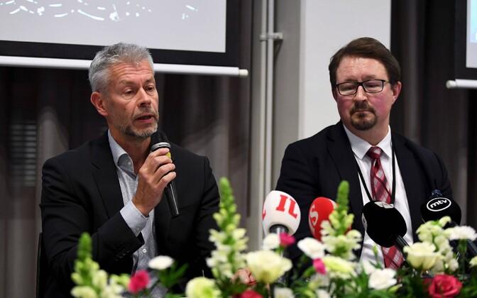Soome terviseameti peaarst Taneli Puumalainen (vasakul) ja direktor Mika Salminen.