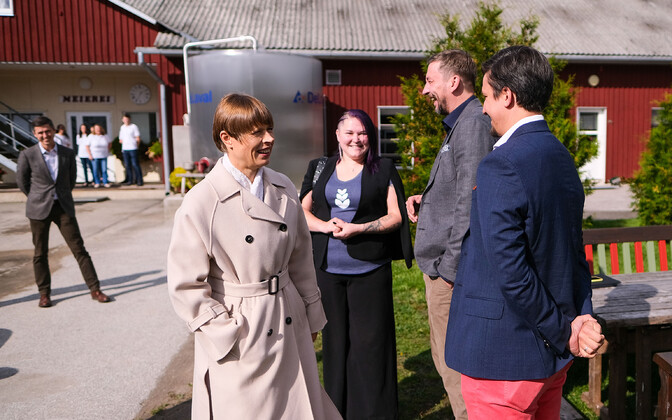 Tech Entrepreneurs Deliver Green Pledge to President Kersti Kaljulaid.