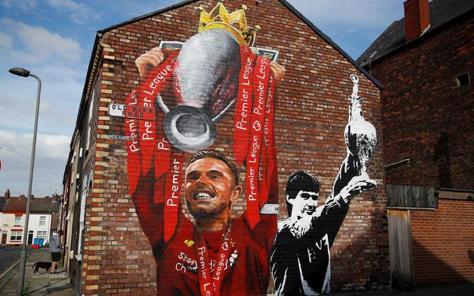 Jordan Hendersoni ja Alan Hansenit kujutav seinamaaling Liverpoolis