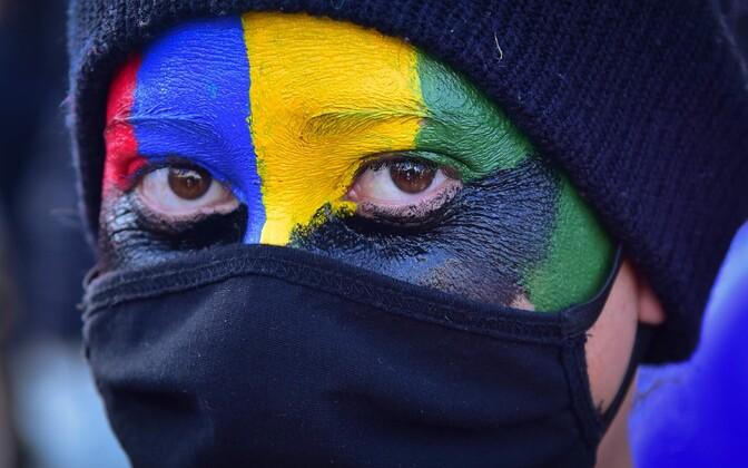 Rahvusvärvidega värvitud meeleavaldaja Mauritiusel Port Louisis.