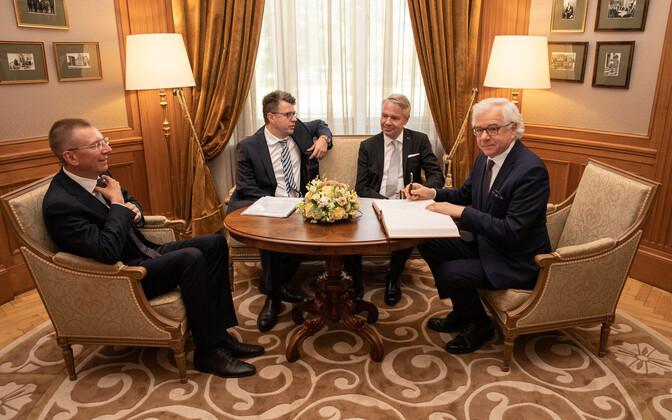 Läti, Eesti, Soome ja Poola välisministrid. Keskel diivanil Urmas Reinsalu ja Pekka Haavisto.