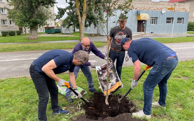 Admiral Bellingshauseni meeskond istutas Paldiskisse puid
