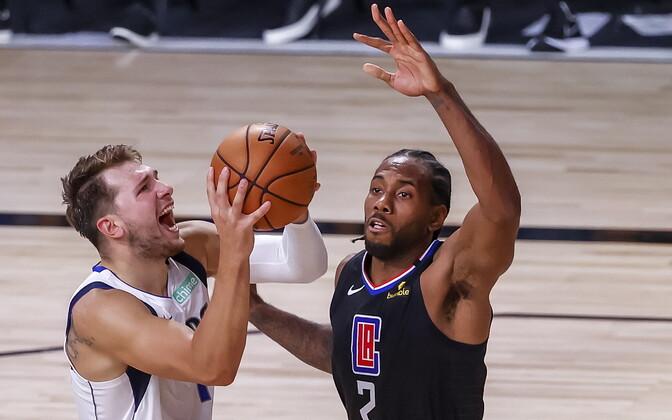 Dallas resultatiivseim mängija Luka Doncic ja Clippersi parim punktitooja Kawhi Leonard