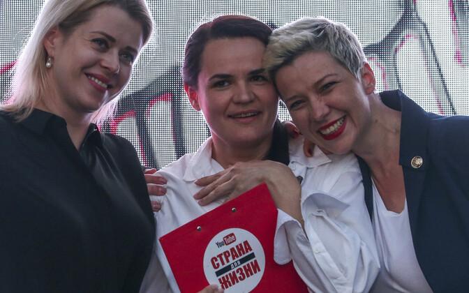 Valgevene opositsioonilise presidendikandidaadi Valeri Tsepkalo esindaja Viktoria Tsepkalo (vasakul), opositsiooni presidendikandidaat Svjatlana Tsihhanovskaja ning  presidendikandidaat Viktor Babariko kampaaniameeskonna juht Viktor Babariko s election te
