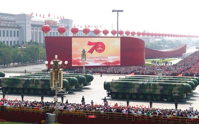 Hiina mandritevahelised tuumarelva kandvad raketid Pekingis paraadil.