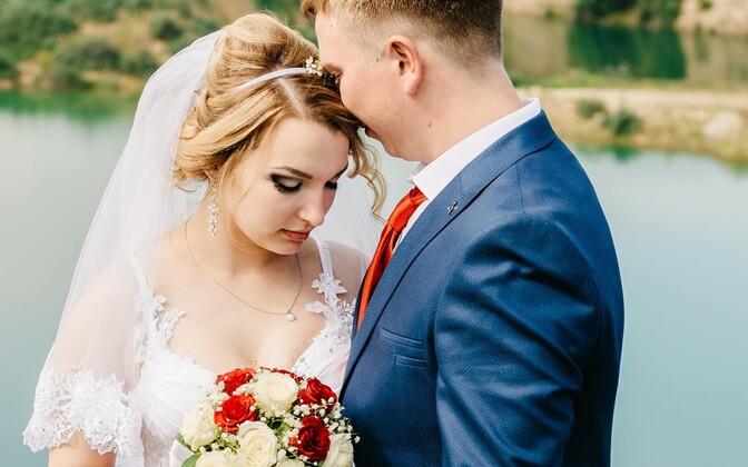 Anastasiya Fiadotava pidas oma uurimuses silmas, et Valgevenes on viimase poolsajandi jooksul esmasünnitajate ja -abiellujate kesmine vanus tasapisi tõusnud. Samuti lahutatakse Valgevenes üha rohkem abielusid.