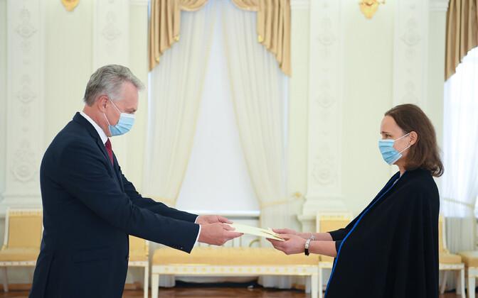Кай Каарельсон вручила верительные грамоты президенту ЛитвыГитанасу Науседе.