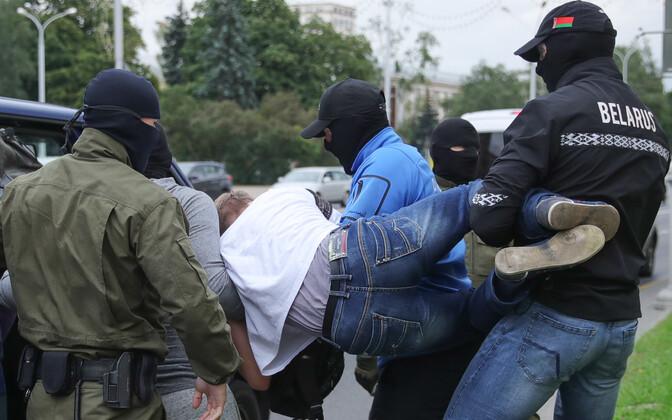 Meeleavaldaja kinnipidamine Minskis.