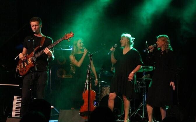 Ansamblile Pillikud aplodeeris publik veel ka siis, kui bänd naasis kontserdi lõppedes lavale pille kokku panema.