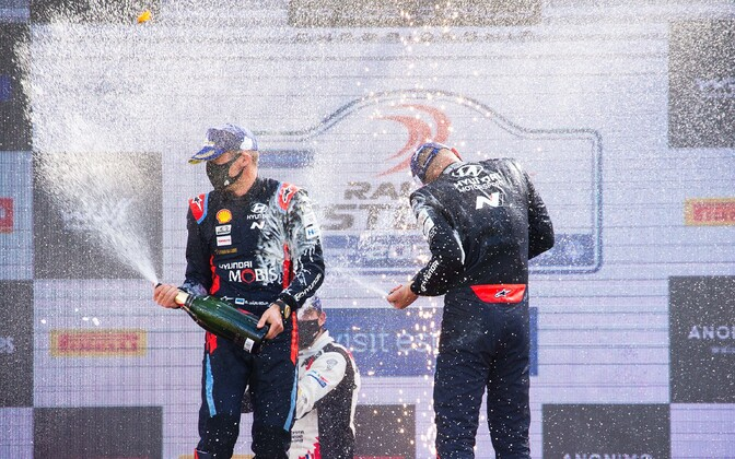 Tänak and Järveoja on the podium after their win at WRC Rally Estonia 2020.