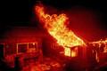 Maastikupõleng Californias. Tulekahju tabas ka elumaju.