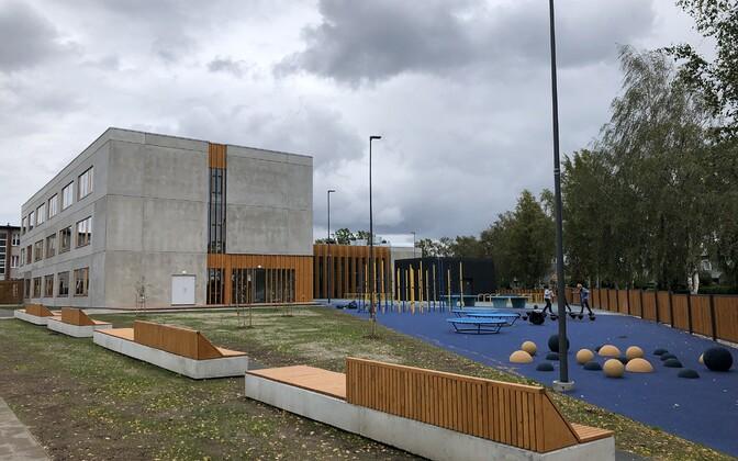 Haapsalu põhikooli uus hoone pühitseti sisse.