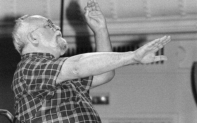 Krzysztof Penderecki Tallinnas oma autorikontserdi proovis Estonia kontserdisaalis 1998. aastal.