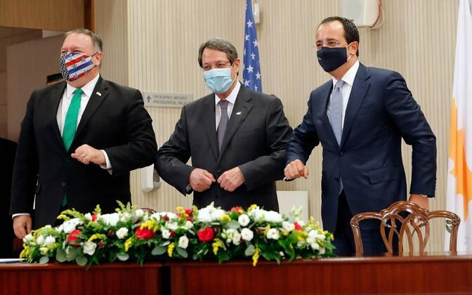 USA välisminsiter Mike Pompeo (alates vasakult), Küprose president Nicos Anastasiades ja välisminister Nikos Christodoulides.