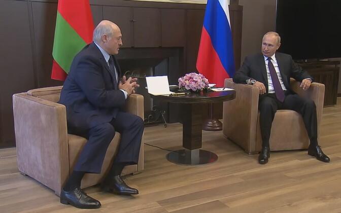 Vene president võttis esmaspäeval Sotšis vastu kodumaal rahva surve alla sattunud Valgevene liidri Aleksandr Lukašenko.
