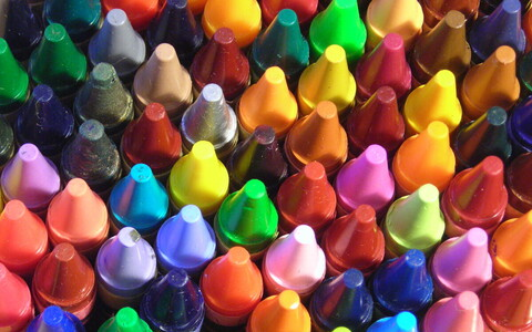 Inimesed üle maailma seostavad omavahel värve ja tundeid ning need seosed ei sõltu inimese elupaigast.
