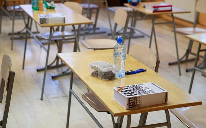 Mitmed koolid seavad lastele oma tingimusi õppetöös osalemiseks.