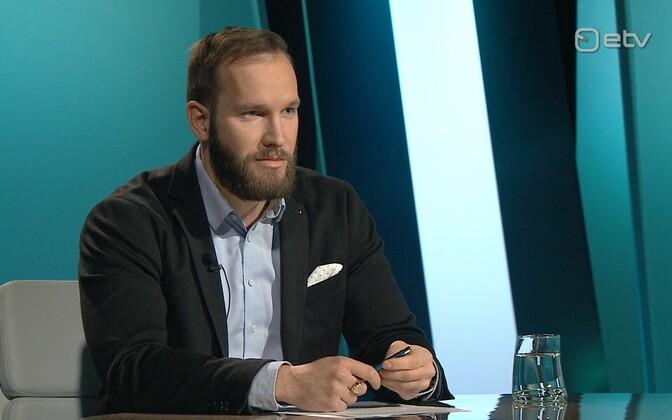 Ragnar Vaiknemets speaking on