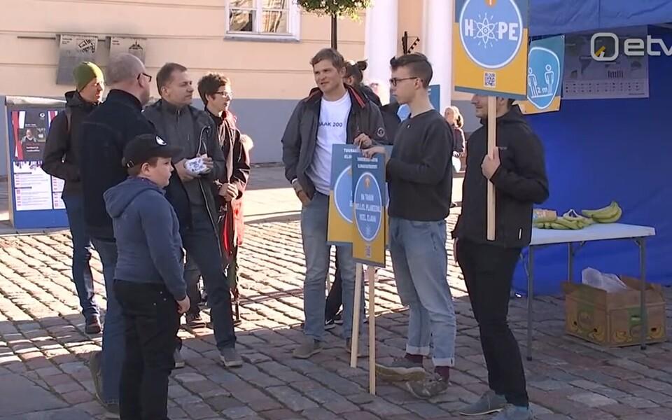 Сторонники атомной энергетики провели акции поддержки в Таллинне и Тарту.