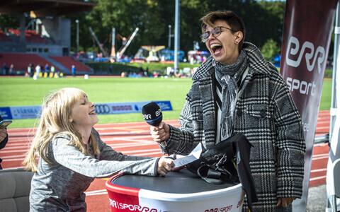 Anu Välba ja noored reporterid olümpiapäeval