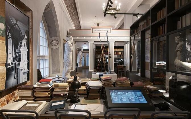 Morgensterni saali soliidses kujunduses võib leida nutikaid ekskursse ajalukku ja praeguse ülikooli argipäeva.