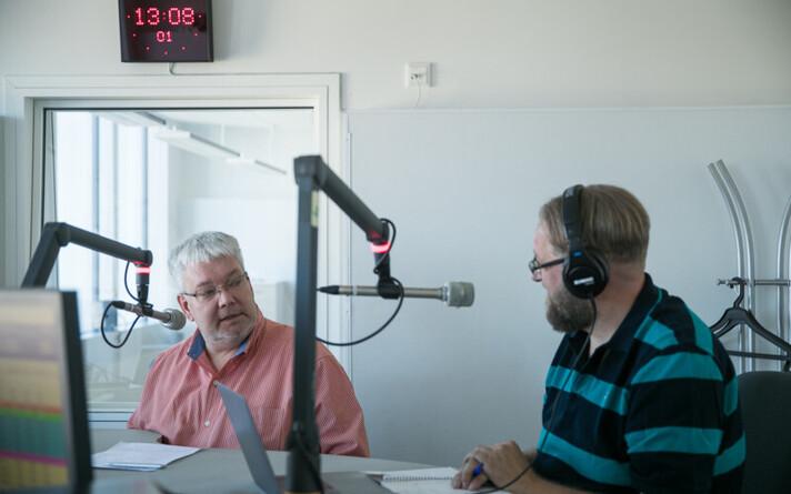 Тоомас Сильдам (слева) и Анвар Самост обсудили запрет на прямые авиарейсы.
